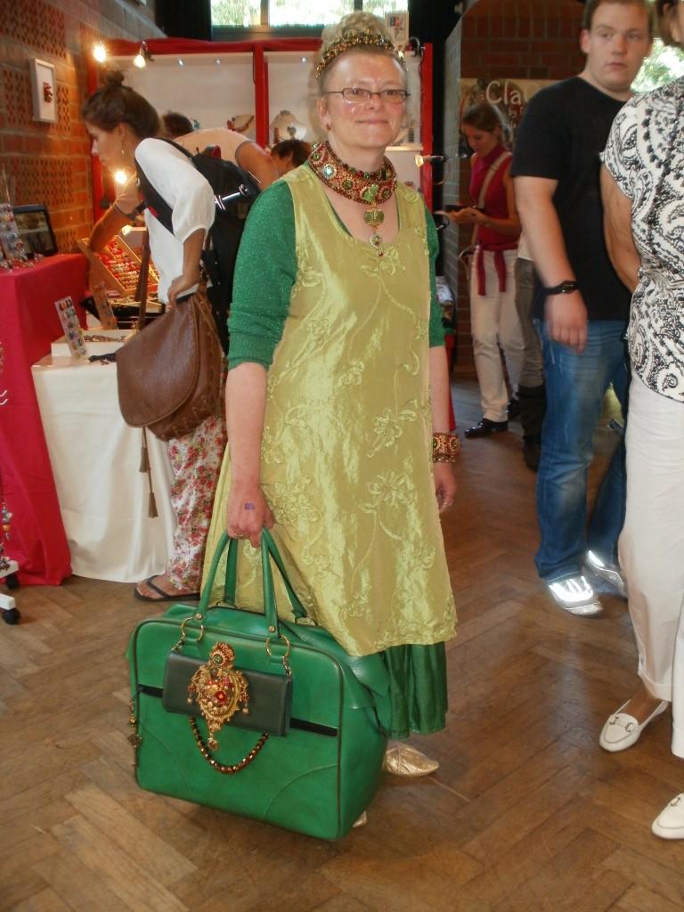 Diese Dame gestattete ein Foto, da wir so beeindruckt waren vom ihrem ganzheitlichen Perlenstyling